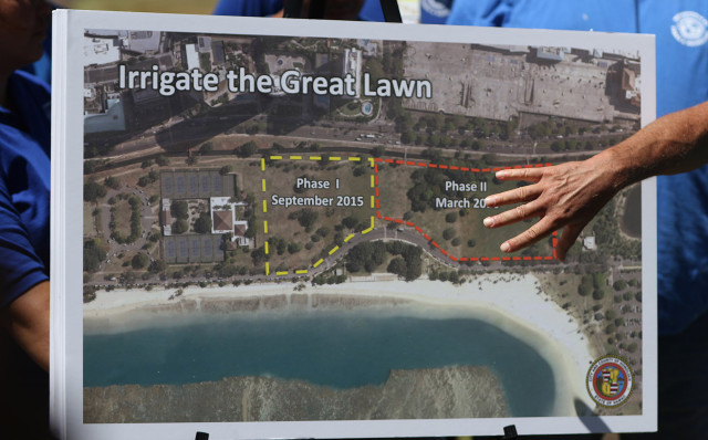 Mayor Kirk Caldwell points to a photograph outlining irrigating the 'Great Lawn' in two phases addressing Ala Moana's Master Plan update at Magic Island. 15 july 2015. photograph Cory Lum/Civil Beat