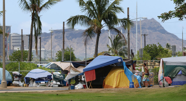 Ohe Street tents fronting Hawaii's most recognizable landmark, Diamond Head. 3 July 2015. photograph by Cory Lum/Civil Beat