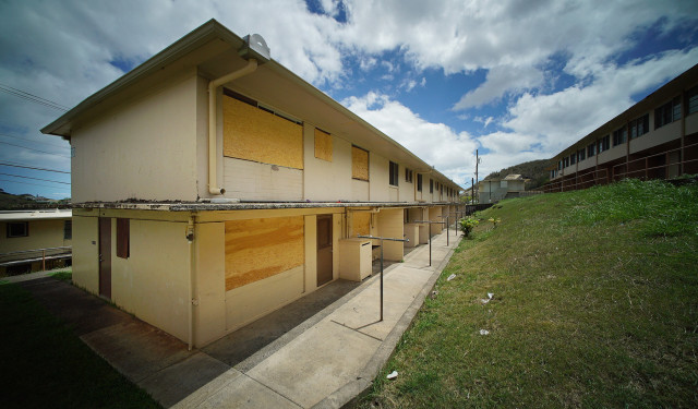 Boarded up end units at Kalihi Valley Homes Building 20.  Public Housing. 6 july 2015. photograph Cory Lum/Civil Beat
