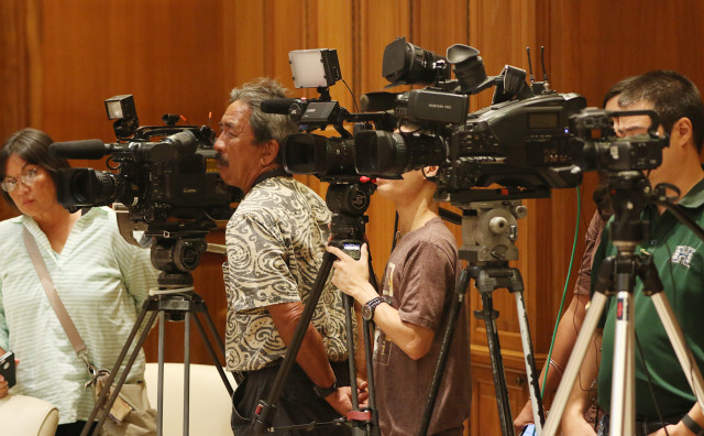 TV cameras during Governor David Ige presser on homeless. 10 aug 2015. photograph Cory Lum/Civil Beat
