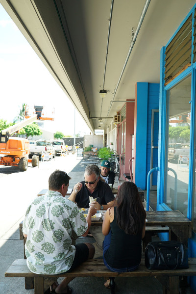 667 Auahi Street site of Cocina restaurant where eaters can enjoy dining on benches located near the sidewalk.  Anita sidewalk cafe story. 18 sept 2015. photograph Cory Lum/Civil Beat