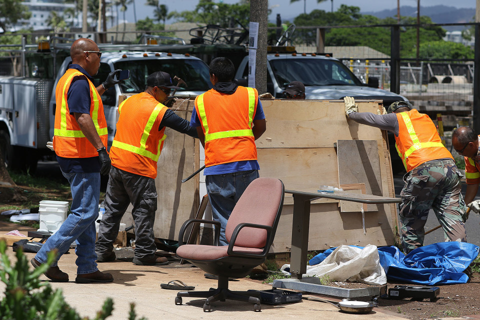 A crew from the Honolulu Department of Facility Maintenance disassembles a plywood-reinforced structure in a Sept. 17 sweep near the intersection of Ilalao and Keawe streets.