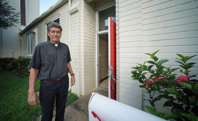 Rev. David Gierlach. St. Elizabeth's Episcopal Church in Kalihi. 20 sept 2015. photograph Cory Lum/Civil Beat