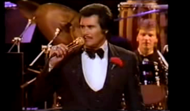 """Wayne Newton performing """"Daddy Don't You Walk So Fast"""" in 1972."""