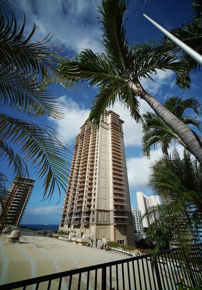 The Hilton Grand Waikikian sports a dreary brown facade.
