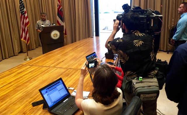Gov. David Ige discusses his position on Syrian refugees with reporters, Tuesday, at the Capitol.