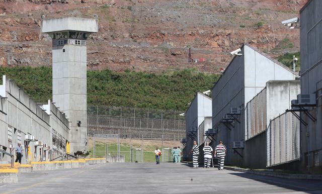 Halawa prison inmates walk between modules on tour. 17 dec 2015. photograph Cory Lum/Civil Beat
