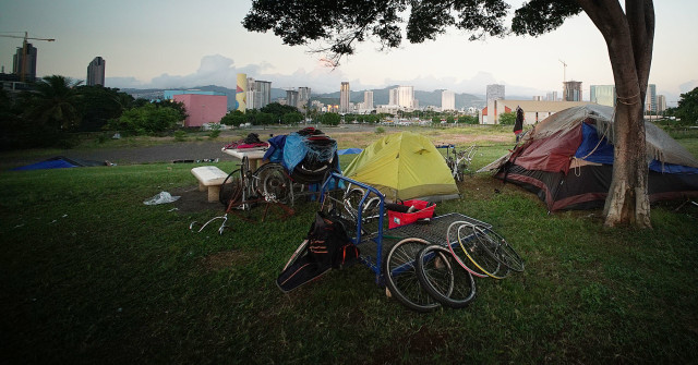 Tents and other belongings on the Point Panic side of Kakaako Waterfront Park. 12 dec 2015. photograph Cory Lum/Civil Beat