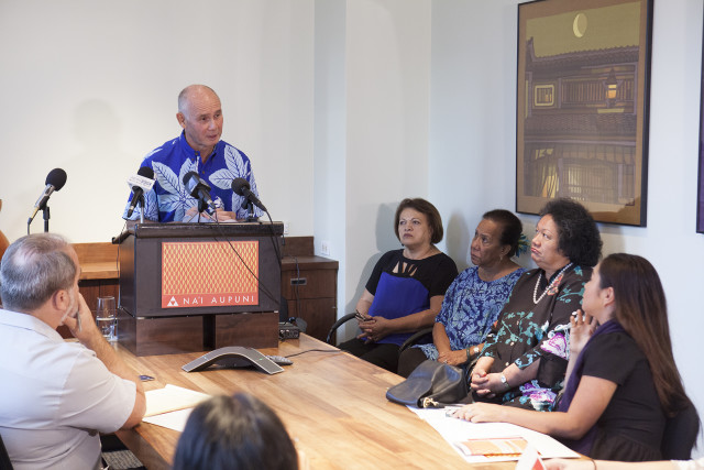 Nai Aupuni President Kuhio Asam, flanked by fellow board members, announces the group's decision to terminate its troubled process to elect delegates for a Native Hawaiian governance convention.