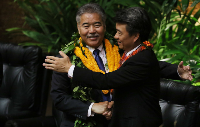 Gov. David Ige and Lt. Gov. Shan Tsutsui after the State of the State address Jan. 25.