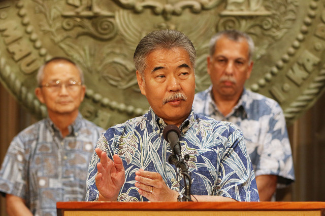 Gov. David Ige praised Hawaii County's management of the dengue outbreak on Tuesday, but acknowledged that state resources are stretched.