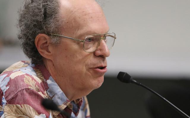 Larry Geller from Kokua listens to Sen Thielen questioning.