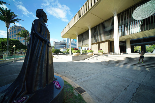 Queen Liliuokalani statue Capitol.