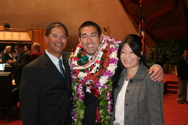 Rep. Derek Kawakami, center, flanked by Reps. James Tokioka and Sharon Har on the House floor after being sworn into office in April 2011.