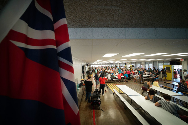 People gather at Manoa Elementary School cafeterial, District 23. 26 march 2016.