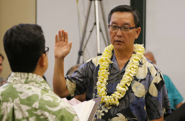 HART Board member Colbert Matsumoto sworn in. 21 april 2016.