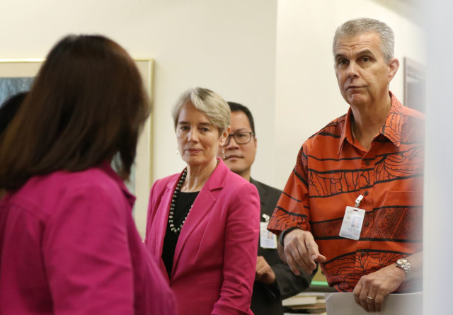 Marijuana dispensary announcement. Keith Ridley and Dr. Jeannie Pressler before they walk into press conference held at Kinau Hale. 29 april 2016