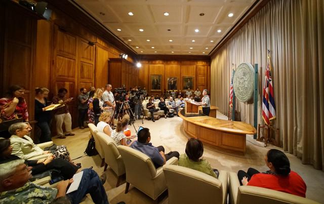 Governor David Ige legislature presser wide. 4 may 2016.