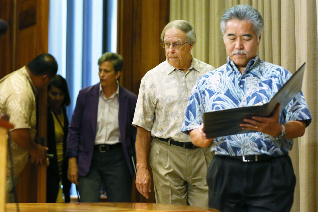 Governor David Ige waltzes in with his appointment to the Public Utility Commission, Thomas Gorak. 29 june 2016