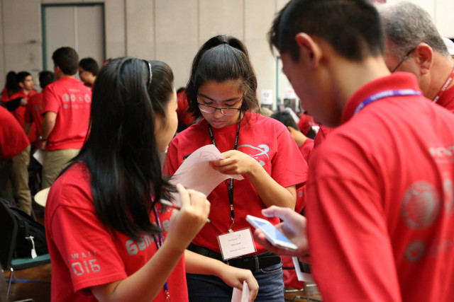 Students reviewing scavenger hunt clues at Honolulu Community College, GenCyber 2016.
