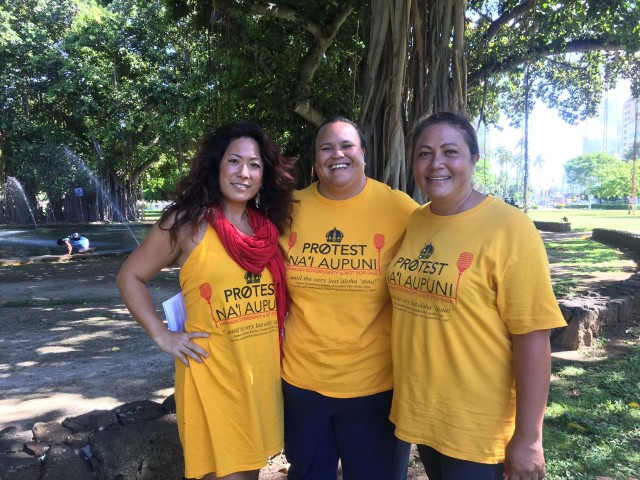 From left: Kalama Niheu, Lehua Kinilau and Kalei Koa Kaeo at the kukakuka wear T-shirts declaring opposition to Nai Aupuni.