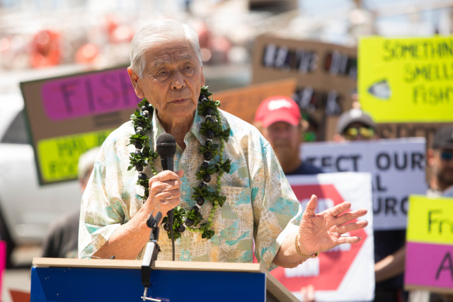 Former Hawaii Gov. George Ariyoshi addresses the crowd at Pier 38 rally against proposed fishing ban.