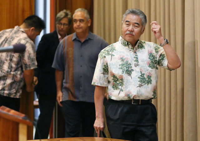 Governor David Ige enters with Chief of Staff Mike McCartney and Director of Communications Cindy McMillan before announcing the deal was reached with the United Public Workers union at Maui Hospitals. 12 aug 2016