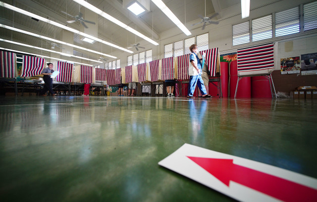 Arrows lead voters to polling booths at Kawananakoa Middle School cafeteria during the primary election day. 13 aug 2016
