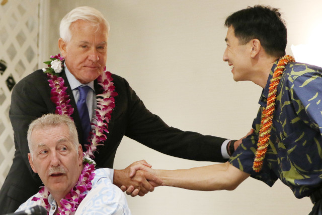 Mayor Kirk Caldwell shakes Charles Djou's hand before Rotary mayoral forum starts at the JCCH.26 july 2016