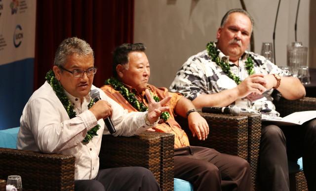 IUCN panel Mayor Billy Kenoi with Mayor Carvalho. 6 sept 2016
