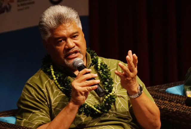 OHA Kamanaopono Crabbe IUCN leadership forum with Governor Ige and UH David Lassner. 5 sept 2016