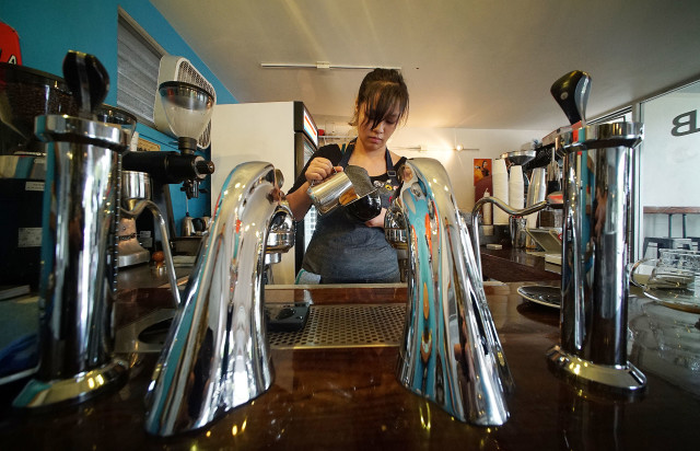 Curb's Barista Reyna Callejo makes a flavored latte along Waialae Avenue. 3 oct 2016