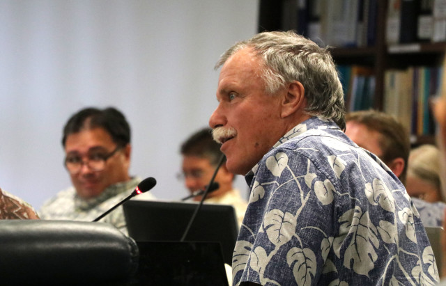 Western Pacific Regional Fishery Management Council's Scientific and Statistical Committee member Ray Hilborn of the University of Washington makes a comment during the SSC meeting, Oct. 5, 2016, in Honolulu.