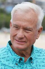 Mayor Kirk Caldwell presser Magic Island smiling1. 1 nov 2016