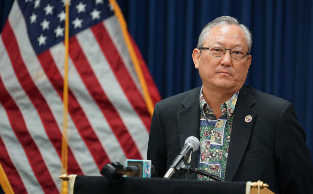 Acting Mayor Roy Amemiya responds to media questions after HPD Chief Kealoha was put on leave ROPA for 30 days. 20 dec 2016