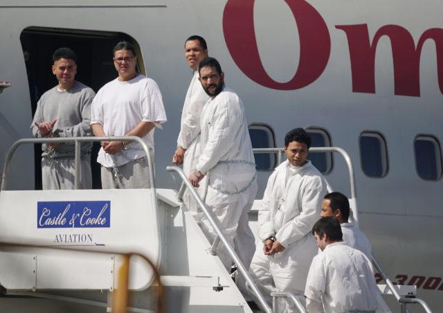 Hawaii Prisoners Halawa Prison board Omni Air charter Honolulu Airport. 2 feb 2017