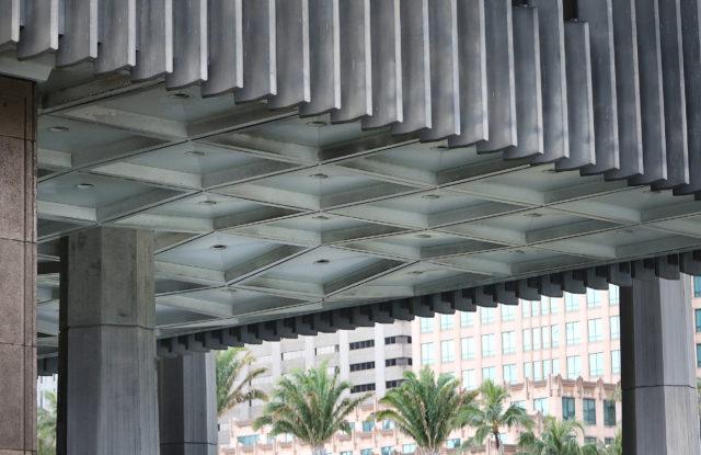 Saggy roof Capitol building located on Mauka ewa corner. 6 feb 2017