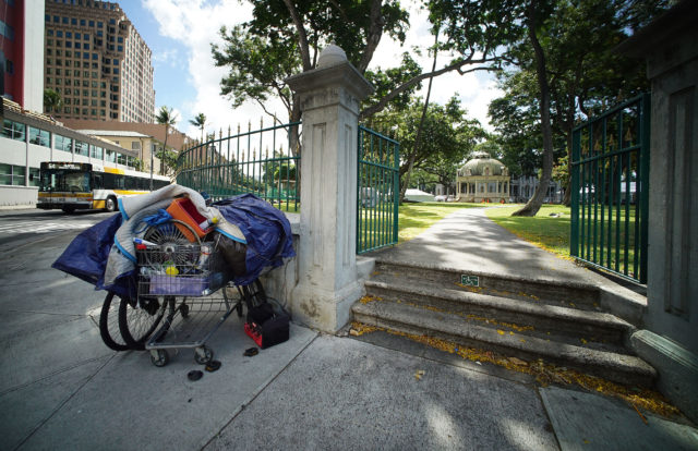 Shopping cart near the intersection of Richards Street and King Street near Iolani Palace gate. 2 june 2017