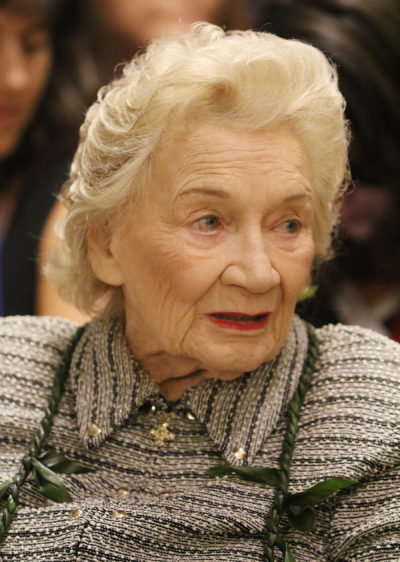 Abigail Kawananakoa talks story with Governor George Ariyoshi2. 27 aug 2015