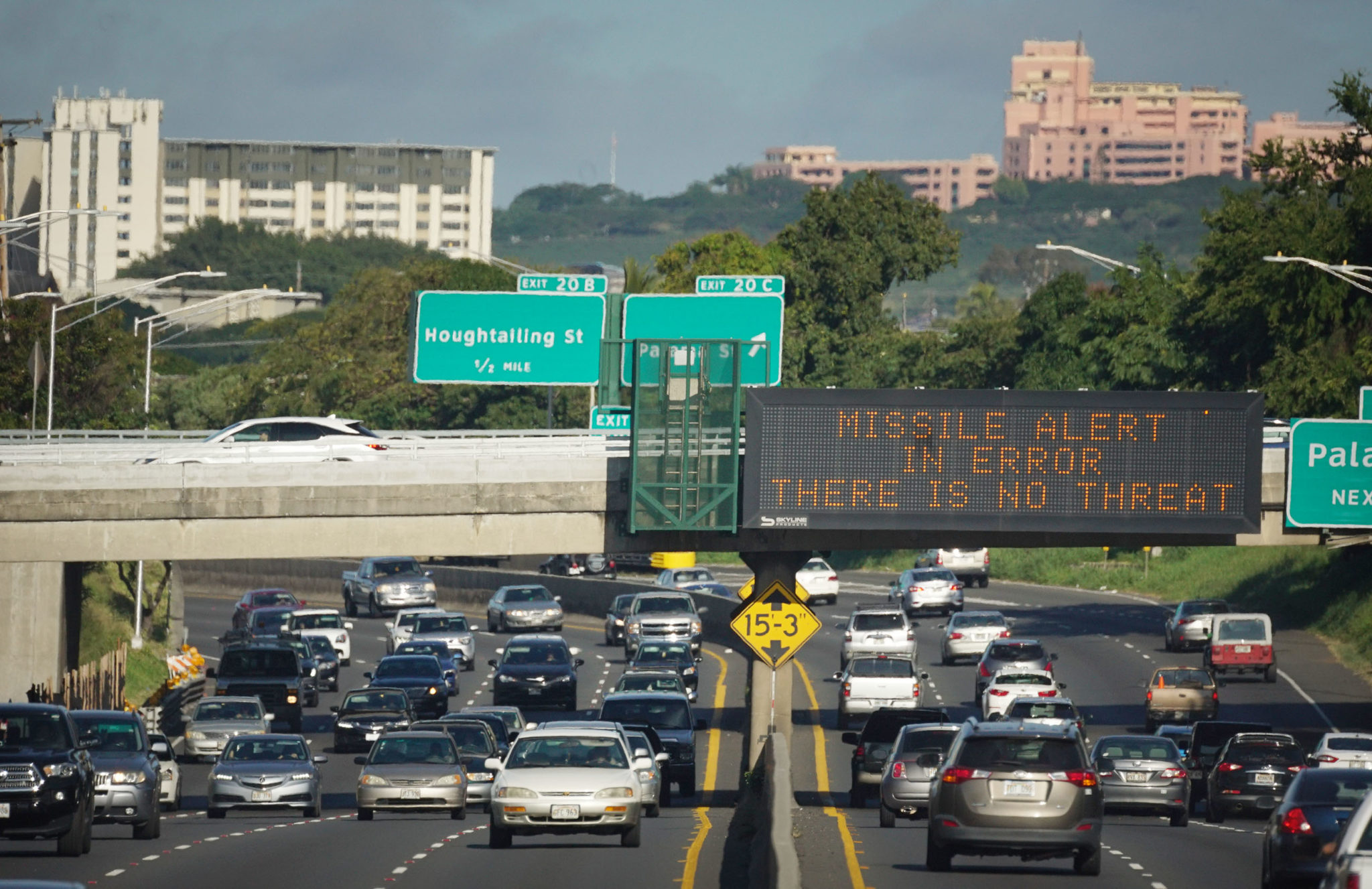 MIssile Alert Error There is no Threat sign on the Liliha Street freeway overpass.