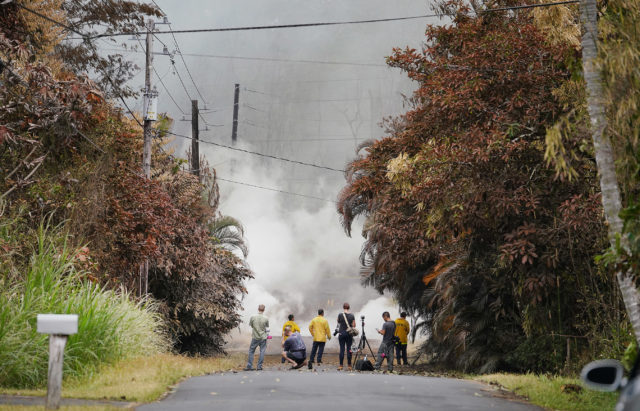 Kahukai 13th eruption as lava erupts in Leilani Estates. Moments earlier an evacuation alert for poison gases /sulfuric Dioxide. You can see vegetation at left is brown from the poison.