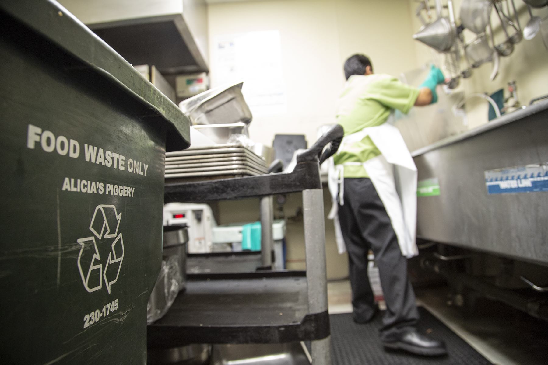 Queen's Medical Center Cafeteria Trash Can Food Waste
